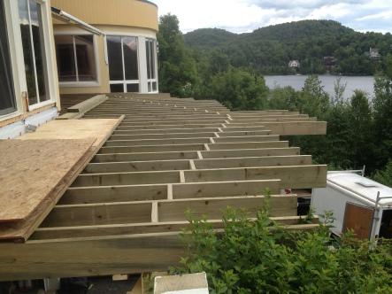 Structure de patio en bois traité