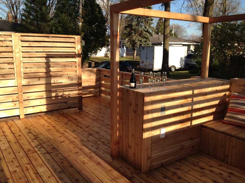 patio perron en c dre n cessitant peu d entretien pur patio. Black Bedroom Furniture Sets. Home Design Ideas