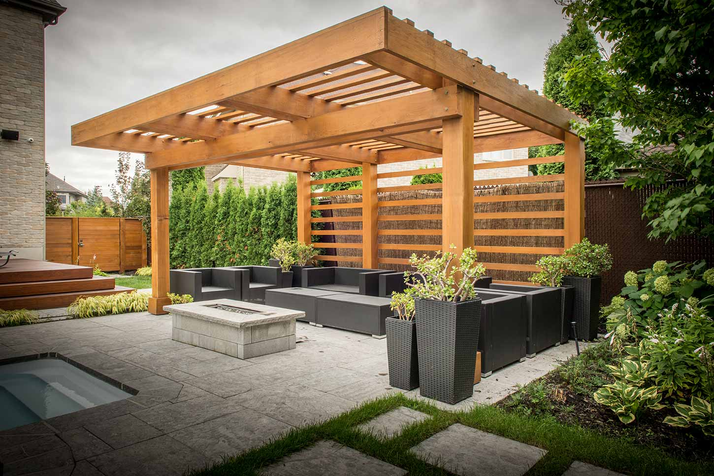 pergola lounge au design moderne pur patio. Black Bedroom Furniture Sets. Home Design Ideas