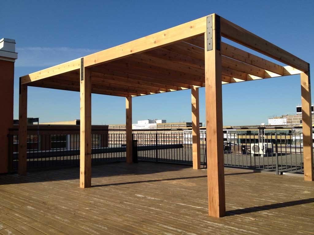 pergola hutchison sur le toit d un immeuble pur patio. Black Bedroom Furniture Sets. Home Design Ideas