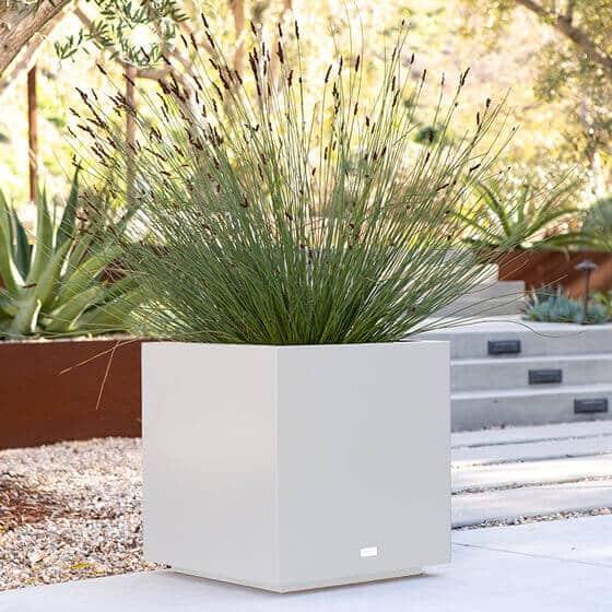 jardinière carrée blanche lifestyle